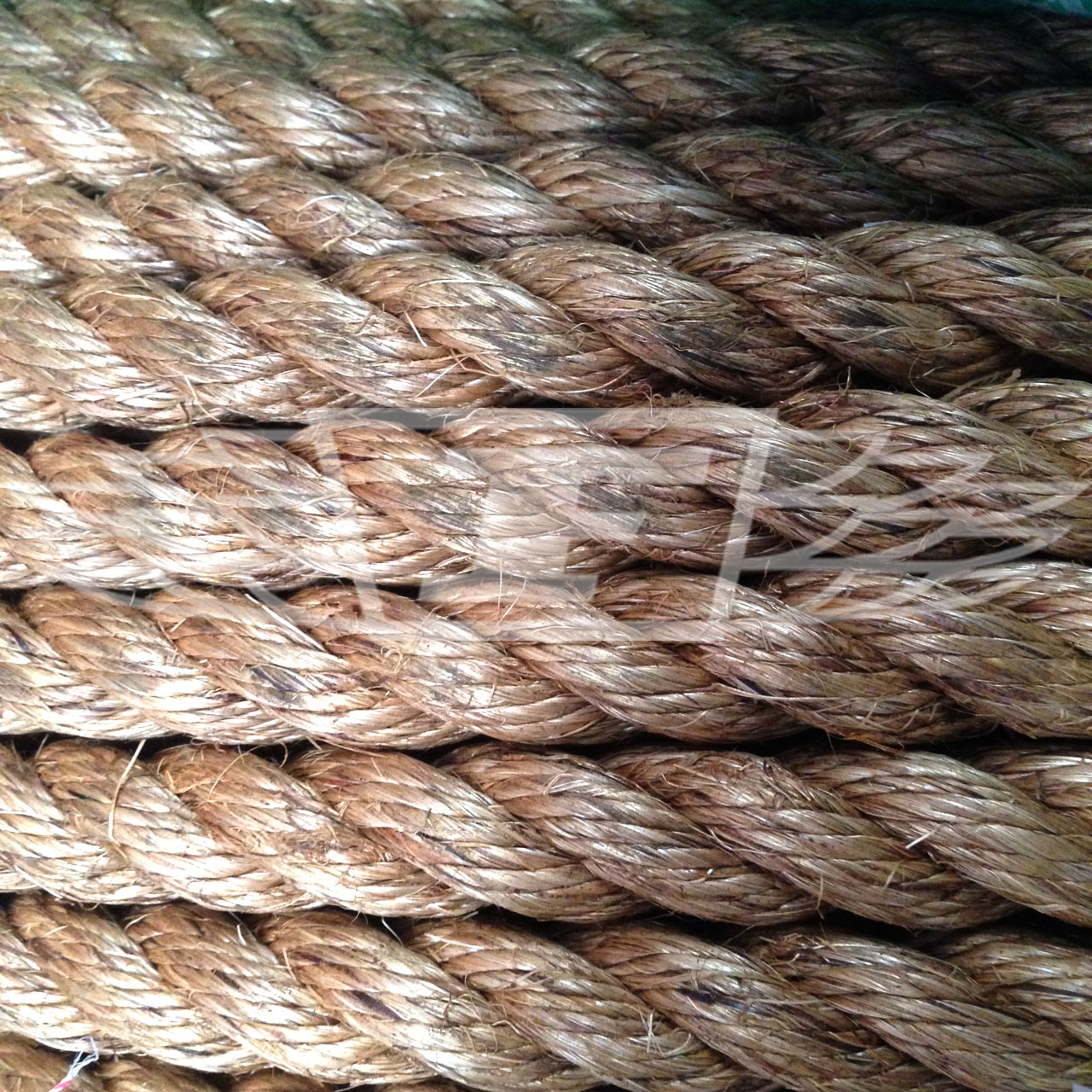 Natural manila rope 20mm decking garden boating tug of for Garden decking with rope